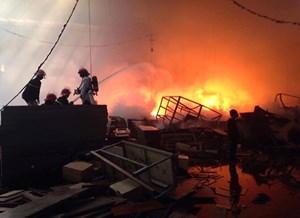 TP Hồ Chí Minh: Cháy rụi xưởng gỗ rộng 2.000 mét vuông