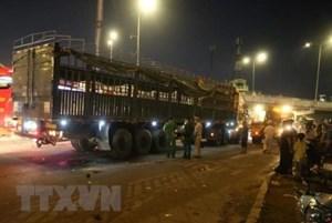 TP Hồ Chí Minh: Va chạm với xe đầu kéo, 2 người tử vong