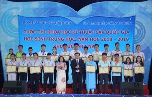 Trao giải cuộc thi khoa học kỹ thuật cho học sinh phía Nam