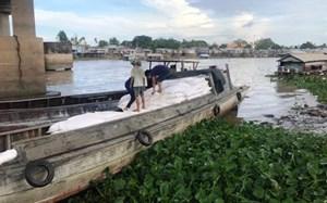 Triệt phá đường dây buôn lậu 'khủng' gần 100 tấn hàng từ Campuchia