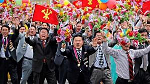 Triều Tiên: 100.000 người ăn mừng phóng tên lửa thành công