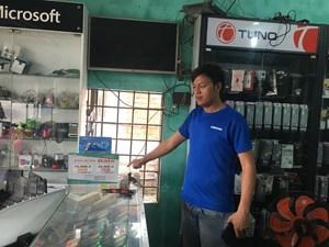 Quảng Nam: Kẻ trộm dỡ mái tôn 'khoắng' sạch cửa hàng điện thoại