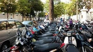 """Trông giữ xe dịp Trung Thu tại Hà Nội: Giá """"treo cao tít cung Hằng Nga"""""""