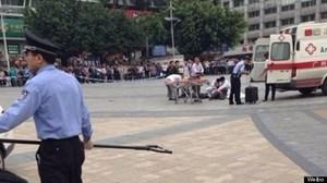 Trung Quốc: Tấn công bằng kéo và xe tải, nhiều người thương vong