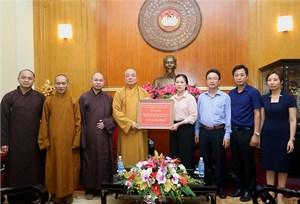 Trung ương Giáo hội Phật giáo Việt Nam giúp đỡ nhân dân vùng lũ