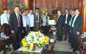 Trưởng Ban Dân vận TW Trương Thị Mai thăm các chức sắc tôn giáo ở Huế