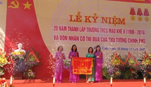 Trường THCS Mạo Khê II đón nhận Cờ thi đua của Chính phủ