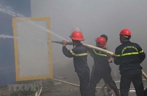 Cháy kho chứa 4.000 tấn hạt nhựa, hàng trăm công nhân hoảng loạn