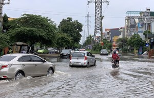 Hải Dương: Mưa lớn khiến nhiều tuyến phố ngập úng nặng