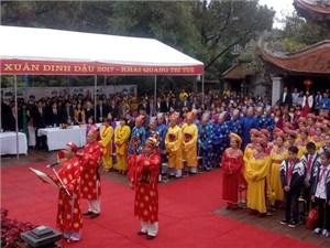 Tưng bừng khai bút đầu xuân tại đền Chu Văn An