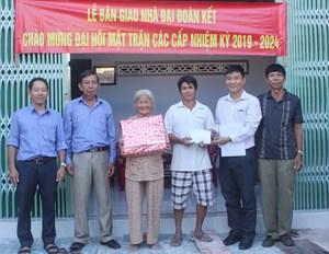 Tuy Hòa – Phú Yên: Bàn giao 13 nhà Đại đoàn kết cho hộ nghèo