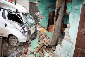 Tuyên Quang: Ôtô đâm sập nhà dân khiến ba người thương vong