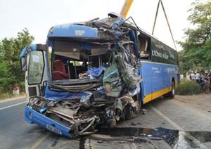 UBND tỉnh Quảng Ngãi thăm hỏi các gia đình nạn nhân vụ TNGT nghiêm trọng tại Bình Thuận