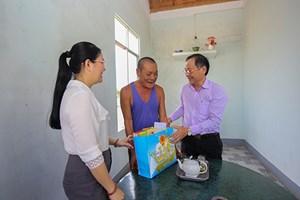 Lãnh đạo tỉnh Khánh Hòa thăm các gia đình chính sách tiêu biểu thị xã Ninh Hòa