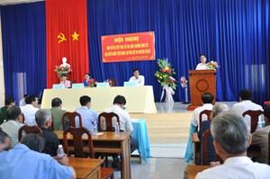 Ứng cử viên tiếp xúc cử tri ở huyện Cờ Đỏ
