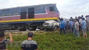 Va chạm tàu hỏa và ôtô, 4 người thương vong