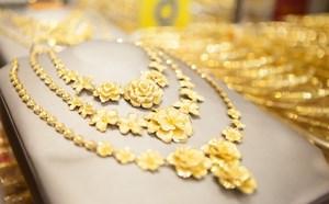 Vàng trong nước giảm chậm hơn thế giới