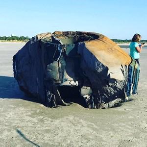 Vật thể bí ẩn dạt vào bờ biển Mỹ