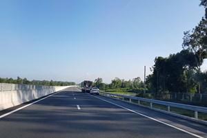 Vừa sửa cao tốc Đà Nẵng - Quảng Ngãi, VEC vừa mong người dân 'thông cảm'