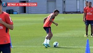 [VIDEO] Neymar thể hiện kỹ năng siêu đẳng trên sân tập của PSG