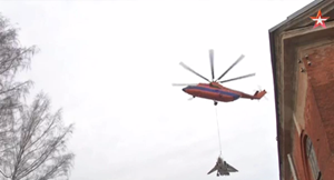 [VIDEO]  Trực thăng Nga 'chở' máy bay chiến đấu 22 tấn vòng quanh thành phố
