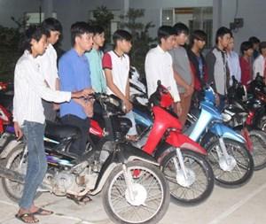 Vĩnh Long ngăn chặn nhiều thanh niên tụ tập đua xe trong đêm