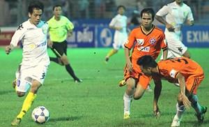 Vòng 15 V-League: Duy trì thế song mã