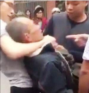 Vụ đánh thương binh: Tạm giam ông bố