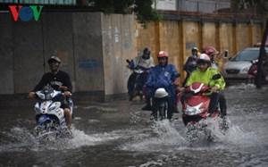 Vũng Tàu nhiều tuyến đường ngập nặng sau cơn mưa lớn
