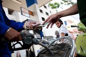 Xăng tăng giá lên 18.139 đồng/l