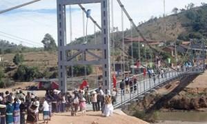 Xây dựng cầu dân sinh, đường địa phương