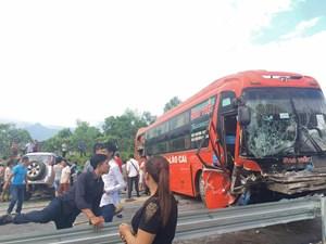 Xe 7 chỗ đấu đầu xe khách Sao Việt trên cao tốc, 2 người bị thương