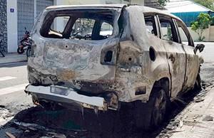 Xe ô tô Chevrolet cháy rụi sau tiếng nổ lớn