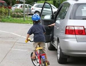 Xử phạt hành vi mở cửa xe ô tô gây tai nạn như thế nào?