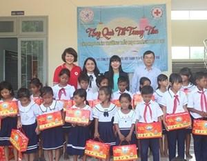 Yến sào Khánh Hòa tổ chức nhiều hoạt động mừng Trung thu thiết thực