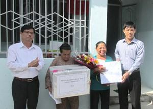 Bàn giao 2 ngôi nhà Đại đoàn kết cho hộ nghèo tại Khánh Hòa