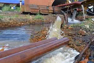 Bục túi nước trong đường lò tại khai trường than Thành Công: Hậu họa sau mưa lũ