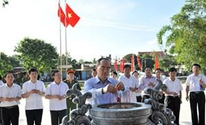 Chủ tịch Nguyễn Thiện Nhân dâng hương tưởng niệm cố Tổng Bí thư Nguyễn Văn Linh