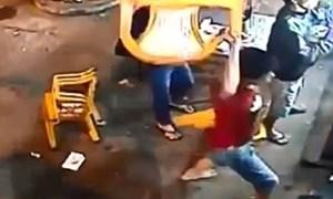 Hà Nội: Nhân viên quán vịt đâm chết người