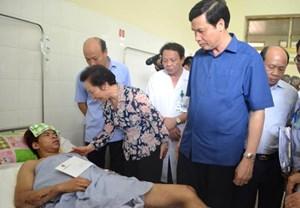 Phó Chủ tịch nước Nguyễn Thị Doan thăm các nạn nhân trong vụ tai nạn hầm lò ở Quảng Ninh