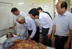 Phó Chủ tịch Quốc hội Uông Chu Lưu thăm, động viên các nạn nhân vụ bục túi nước lò than tại Quảng Ninh