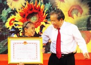 Trao, truy tặng danh hiệu Bà mẹ Việt Nam Anh hùng cho 523 người mẹ