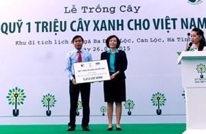 Vinamilk và quỹ 1 triệu cây xanh cho Việt Nam trồng cây tri ân các anh hùng liệt sĩ tại ngã ba Đồng Lộc, Hà Tĩnh
