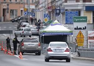 Châu Âu dần mở cửa biên giới, gỡ bỏ phong tỏa
