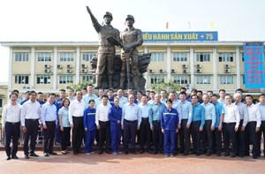 [ẢNH] Thủ tướng thăm công nhân mỏ Hà Lầm, Quảng Ninh