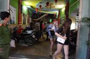 Bắt quả tang 68 người dương tính với ma túy trong quán karaoke