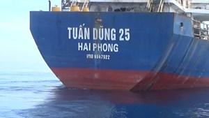 Cảnh sát biển tạm giữ tàu nghi chở hàng lậu