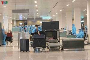 344 công dân Việt Nam từ Singapore về sân bay Cần Thơ