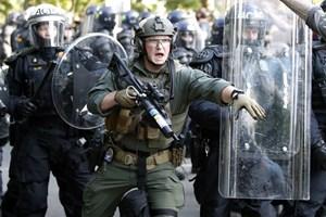 Tổng thống Mỹ tuyên bố mạnh tay trấn áp biểu tình bạo lực