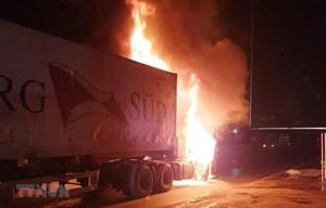 Nghệ An: Xe container cháy trên Quốc lộ 1A đoạn qua Diễn Châu